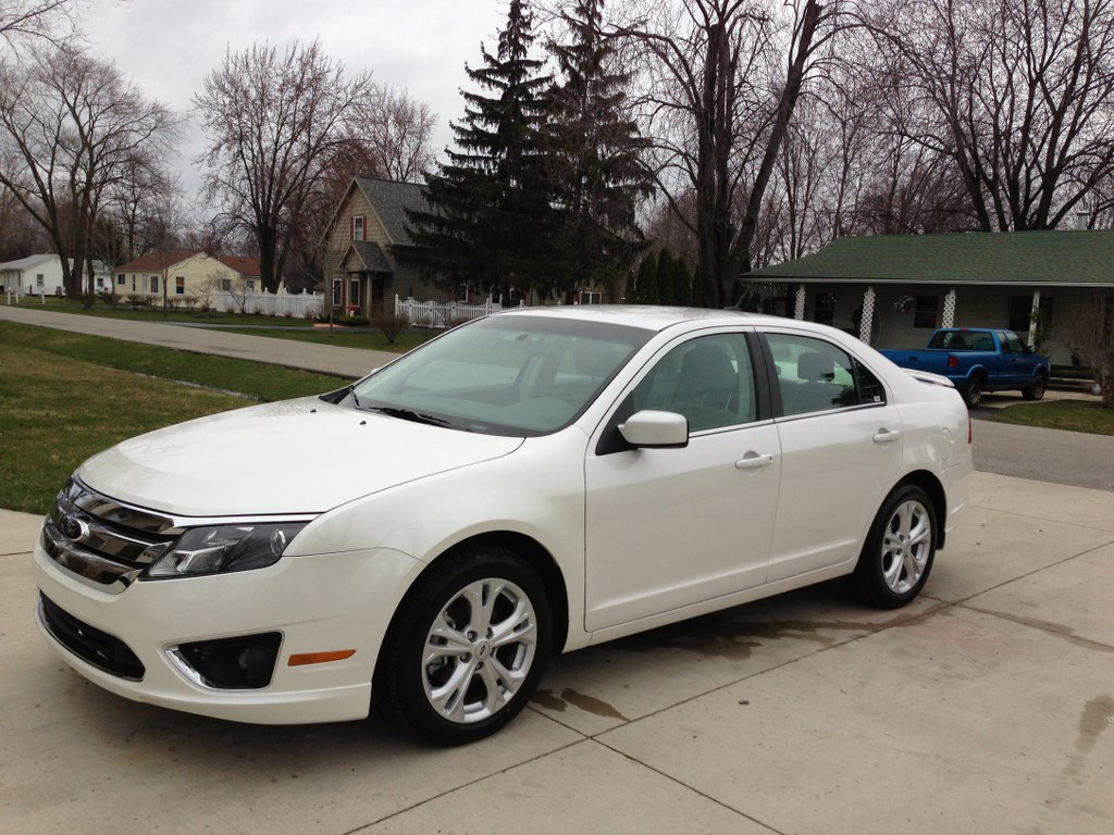 2012 ford fusion se buds auto used cars for sale in michigan buds auto used cars for. Black Bedroom Furniture Sets. Home Design Ideas