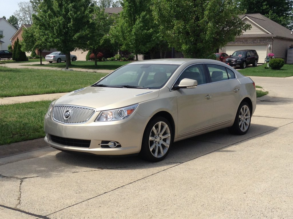 2010 buick lacrosse buds auto used cars for sale in michigan buds auto used cars for. Black Bedroom Furniture Sets. Home Design Ideas