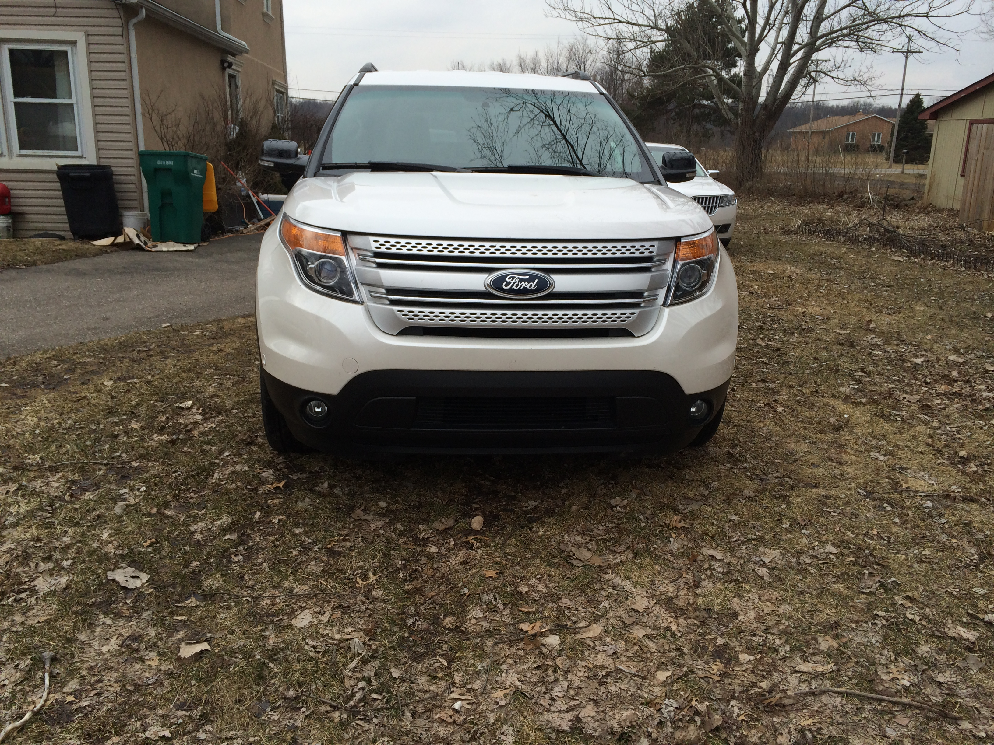 2013 ford explorer xlt awd buds auto used cars for sale in michigan buds auto used cars. Black Bedroom Furniture Sets. Home Design Ideas