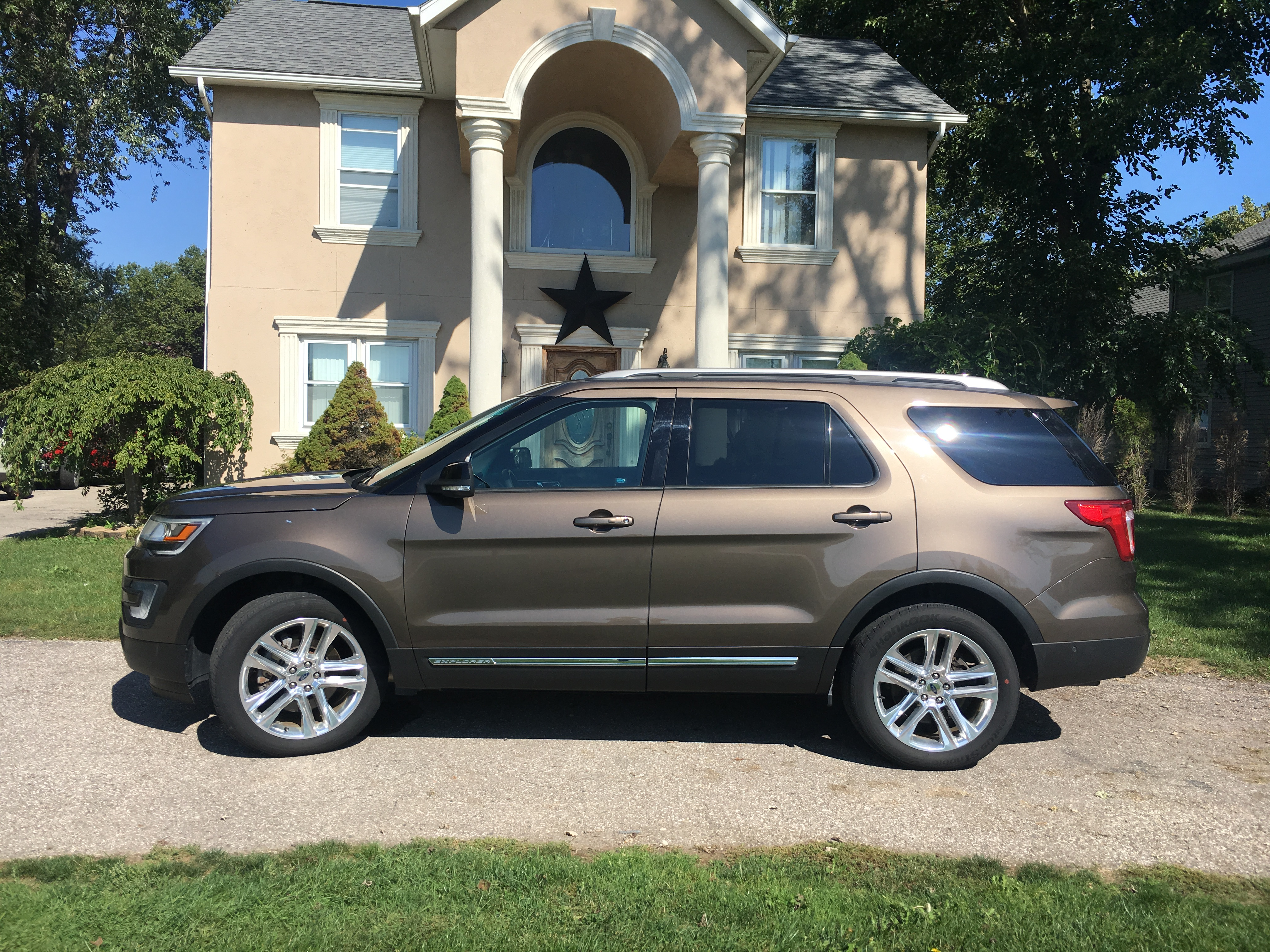2016 ford explorer xlt awd buds auto used cars for. Black Bedroom Furniture Sets. Home Design Ideas